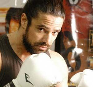 El actor Luciano Castro logró combinar su pasión por el boxeo y su lado solidario