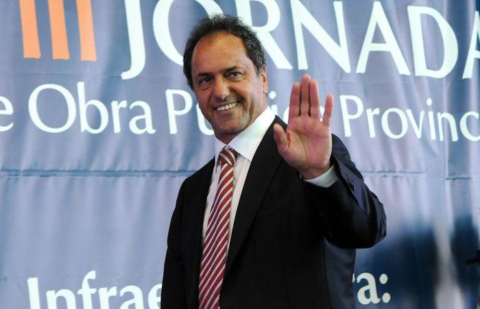 """Scioli cuestionó en duros términos las """"definiciones que dio Macri ante empresarios"""