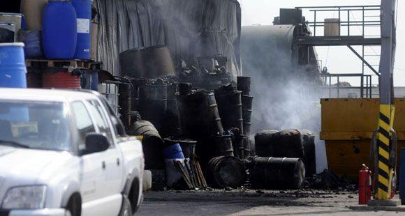 Solo daños materiales en un incendio en planta de residuos industriales de Puerto San Martín