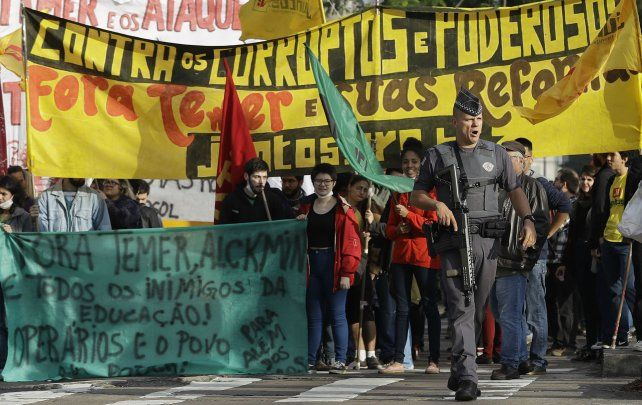 Manifestantes reclaman la renuncia de Temer en San Pablo