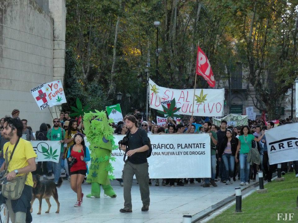 Los manifestantes se movilizarán hoy por el Paseo del Siglo y la peatonal Córdoba para terminar en el Parque Nacional a la Bandera
