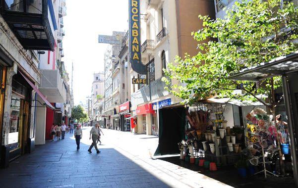 Calles vacías. El panorama casi desértico del centro de la ciudad durante uno de los últimos días no laborables.