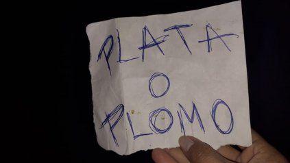 El cartel que apareció frente a la casa de Cochabamba al 5600.