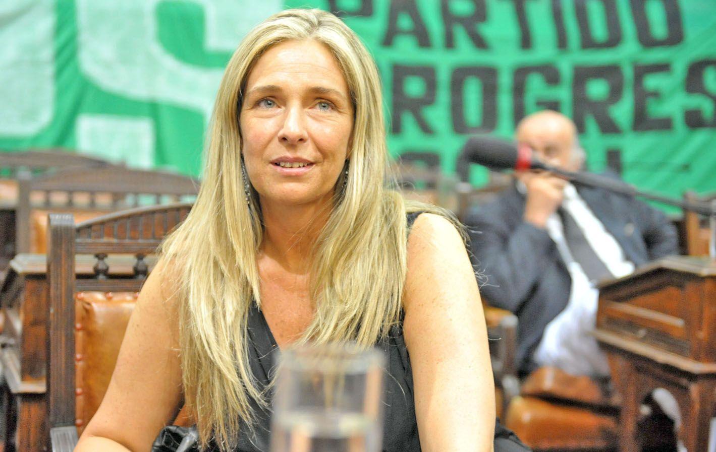 María Eugenia Schmuck es una de las cartas dentro del contrafrente.
