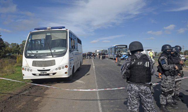 Imputan a cuatro agentes penitenciarios por la fuga de presos en la autopista a Santa Fe