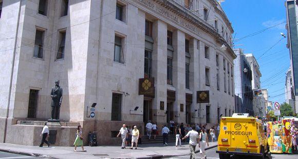 Una septuagenaria denunció que la estafaron en el Banco de Santa Fe
