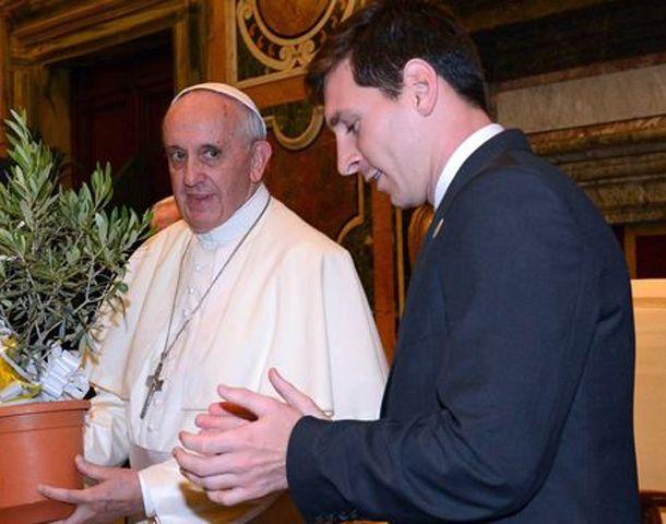 Antes del partido el Papa recibirá a los futbolistas y les dará un olivo para plantar.