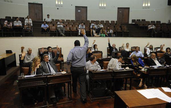 Mano alzada. El Concejo Municipal funciona casi siempre como una prueba de ensayo para futuras alianzas. (foto: Sergio Toriggino)