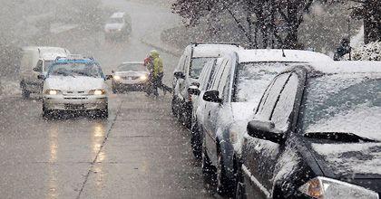 Una intensa nevada en plena primavera sorprendió a la ciudad de Bariloche