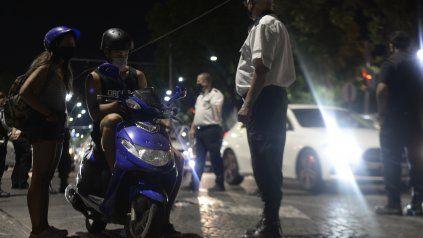 La Municipalidad montó anoche un amplio operativo de control de motociclistas en la ribera central de la ciudad.