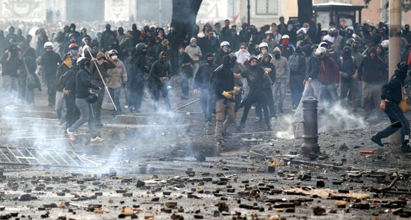 Jornada de furia dejó estragos en Italia tras la protesta mundial de los Indignados