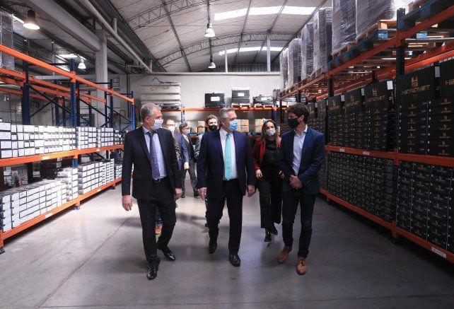 El jefe del Estado presentó Precios Cuidados para la construcción durante la visita a una fábrica.