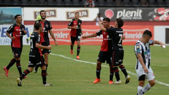 Juan Sforza anotó el tercero ante Central Córdoba en el Coloso. Fue la última victoria rojinegra.