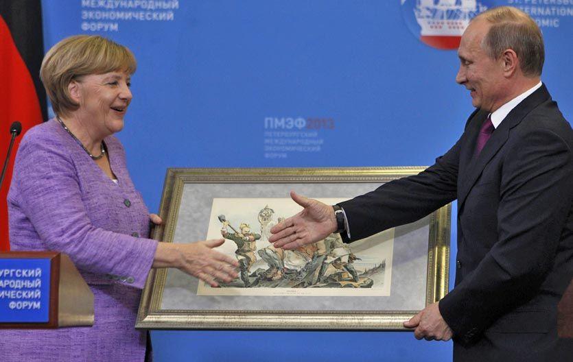 Rispidez. Merkel y Putin inauguran la polémica muestra en el Eremitage.