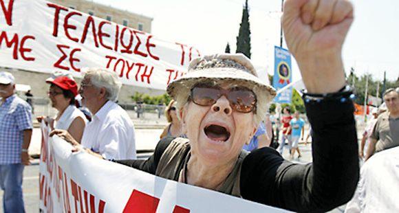 Los griegos expresan su ira en las calles contra el plan de austeridad