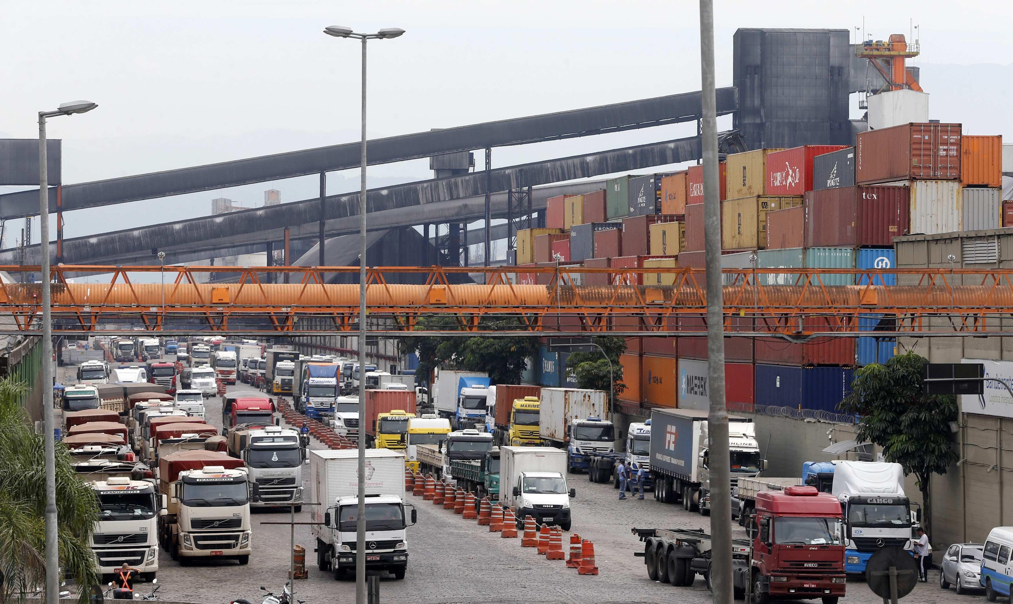 De paro. Los transportistas reclaman una rebaja del precio del diesel.