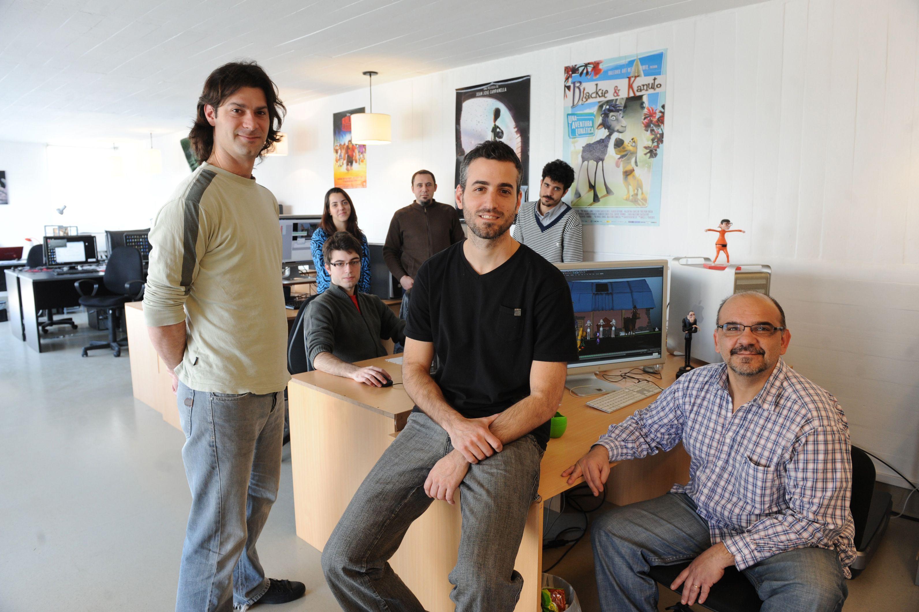 Animados. Los jóvenes de Draftoon y Robotto comparten una oficina y estudio. Proyectos de película.