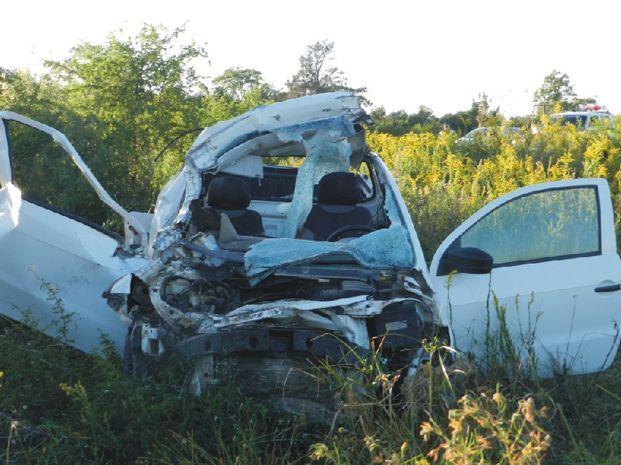 Así quedó la camioneta luego de chocar contra la parte trasera de un camión. Foto: sanjavierenreflejos.com.ar.