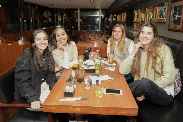 Julieta Yahia, Lucia Francolini, Emilia Goncevat y Evelyn Bertochi.