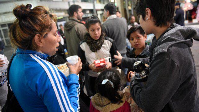 Recorrida. El Movimiento Solidario Rosario ayuda con 800 raciones de comida