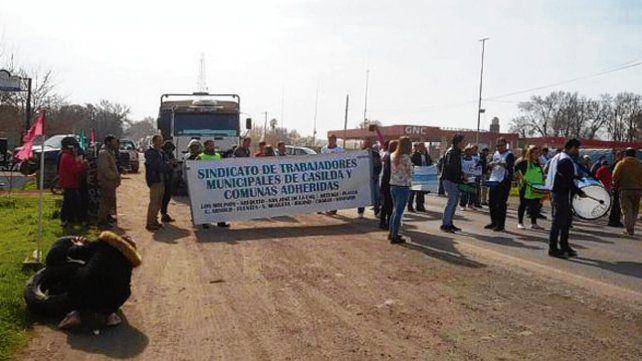 Protesta. Los trabajadores pararon en reclamo de sueldos atrasados..