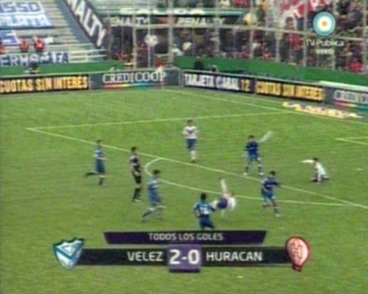 Vélez le ganó 2 a 0 a Huracán con oficio y dos golazos de Cristaldo