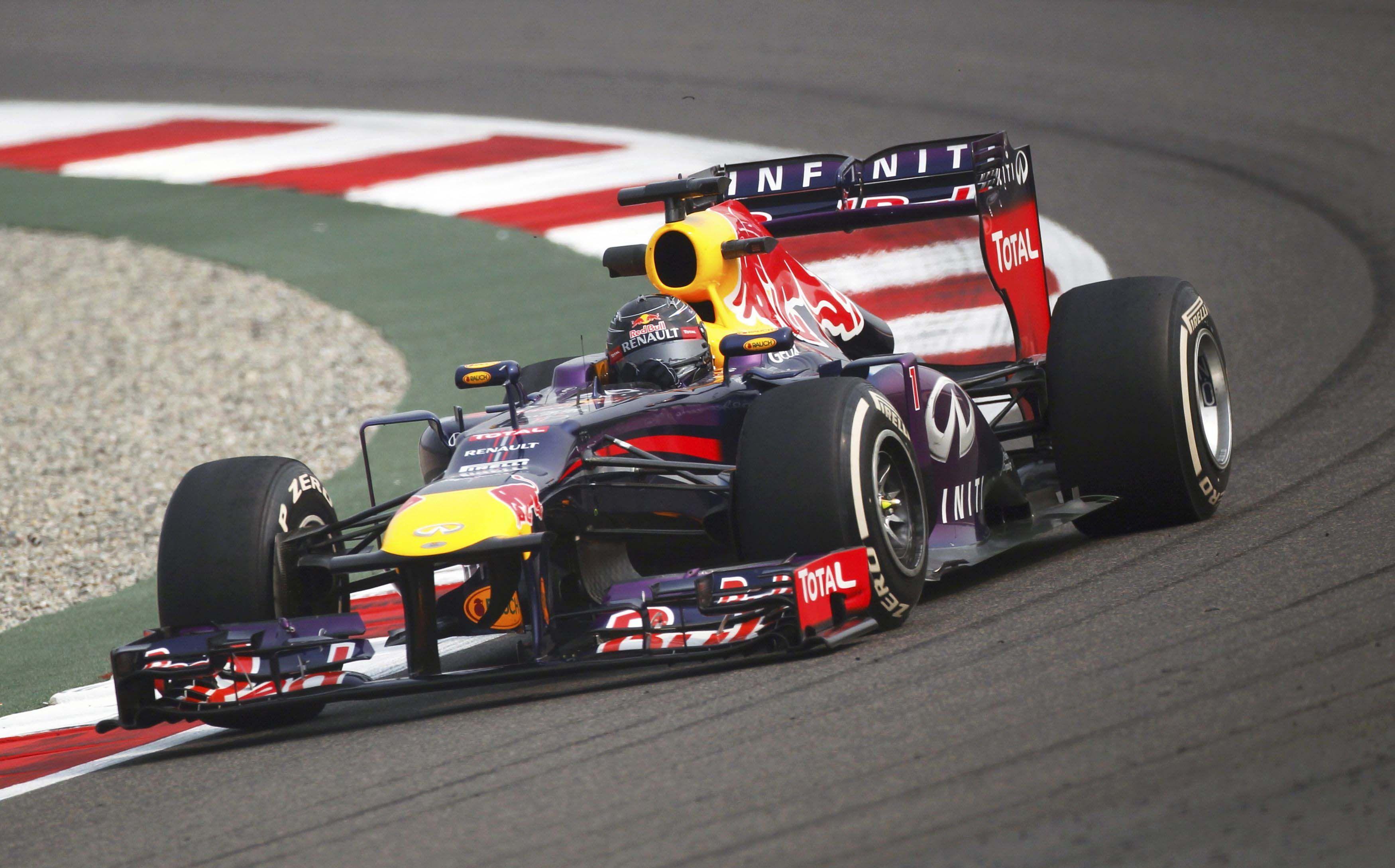 El mejor. El Red Bull entra con elegancia a una de las curvas del circuito indio. Esa clave aerodinámica le dio una ventaja cabal sobre el resto de los competidores al alemán.