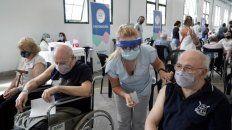Vacunación a adultos mayores desarrollada en Rosario durante la semana.