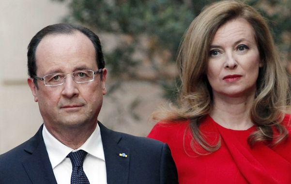En crisis. Hollande con su pareja Valérie Trieweiler. Ella se internó ante el escándalo. No están casados.