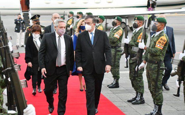 El presidente Alberto Fernández viajó a México en el avión privado de Lionel Messi