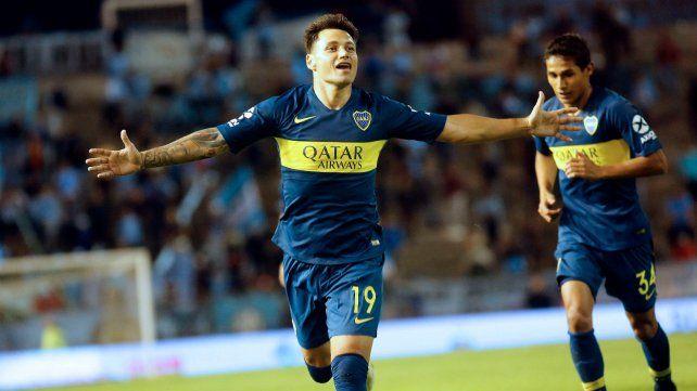Qué jugador. Mauro Zárate abre bien los brazos para celebrar el segundo gol de Boca