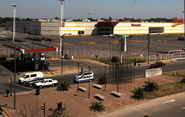 Los empleados de los centros comerciales de la periferia sufren asaltos a la salida de sus trabajos.
