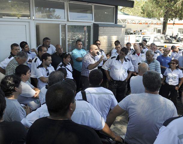 Una nutrida asamblea de inspectores se realizó ayer en Tránsito. (Foto: F. Guillén)