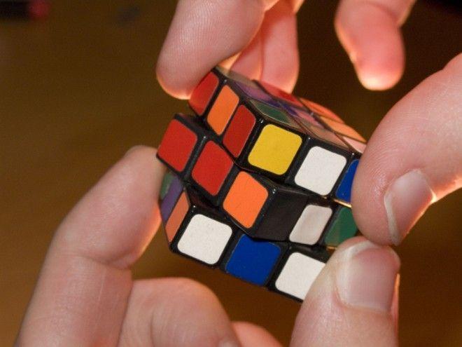 Google sustituyó hoy su habitual logotipo por una animación del cubo de Rubik