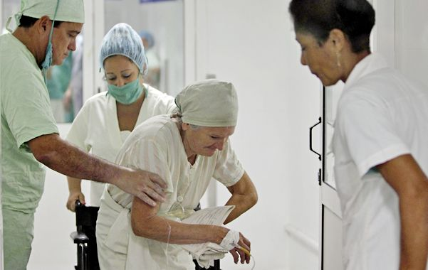 Cuba sube los salarios del sector médico en más de un 170 por ciento