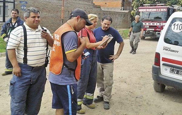 Los bomberos llegaron de inmediato y prepararon un plan de contingencia frente a la intensa salida de gas.