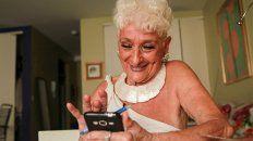 tiene 83 anos, es un exito en tinder y ya tuvo citas con mas de 50 hombres