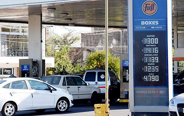 Precio sostén. El Estado protege a las petroleras de la caída del crudo.