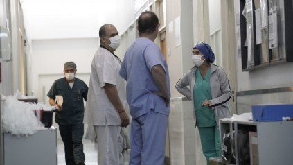 El personal de salud enfrenta a diario una sobrecarga laboral muy importante.