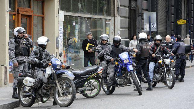 La víctima del robo fue una mujer policía de la Brigada Motorizada.
