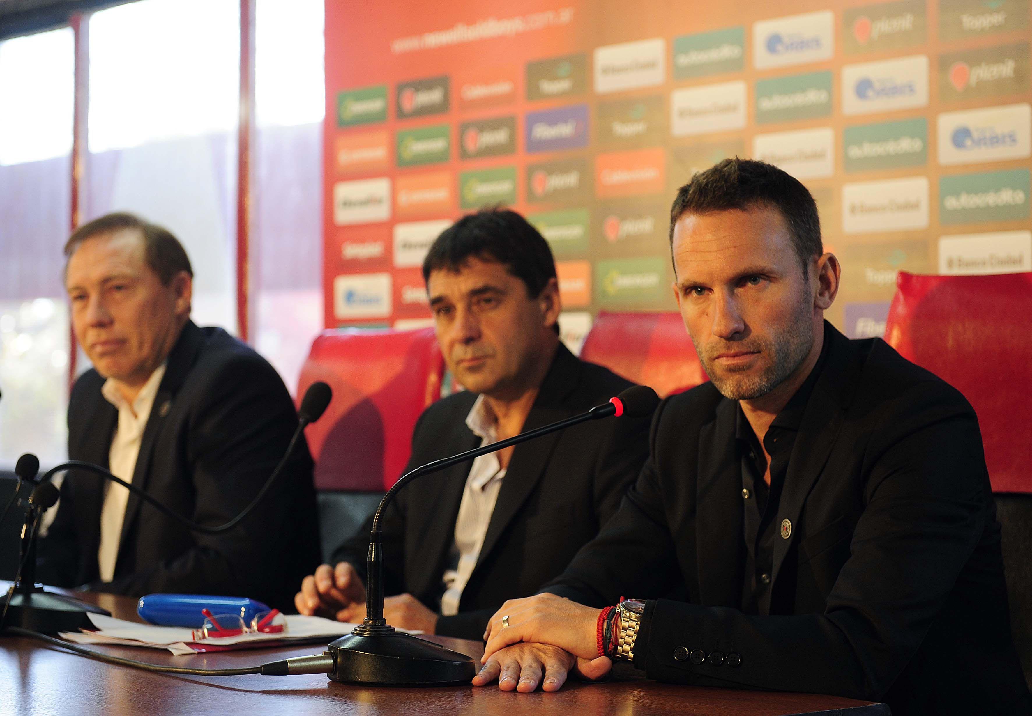 Lucas Bernardi se retiró el año pasado con la casaca rojinegra y hoy le toca un nuevo desafío desde el banco.