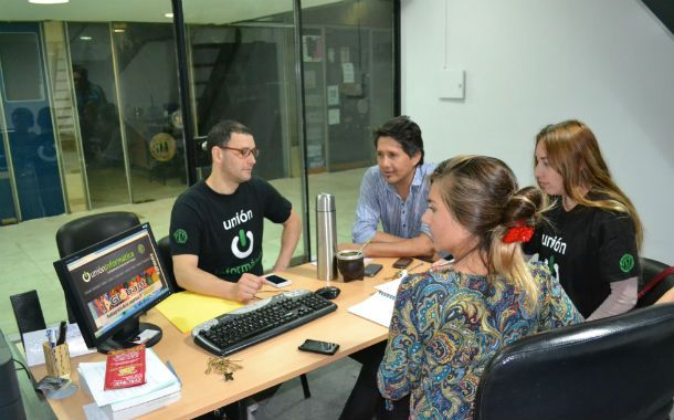 En Rosario. Los delegados de la UI buscan concientizar a los trabajadores.
