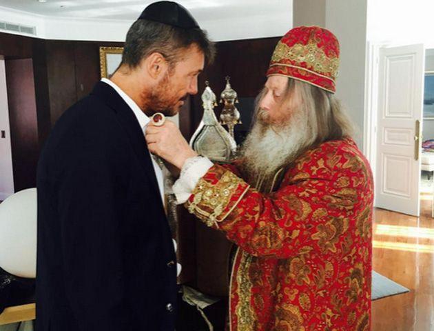 El conductor compartió una emotiva foto en la que se lo puede ver junto al Gran Rabino de Malta.