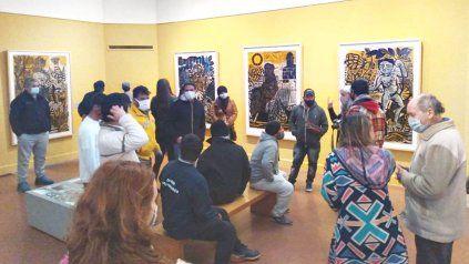 El grupo de varones en situación de calle visitaron el Museo Castagnino... Por primera vez. Una experiencia inolvidable.