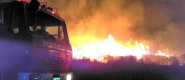 El incendio comenzó pasadas las 20 de anteayer. Debieron intervenir bomberos de San Lorenzo