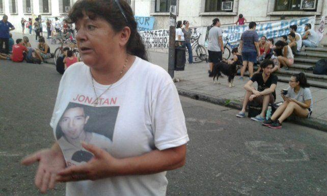 Festival y vigilia a la espera de los alegatos por el asesinato de Jonatan Herrera