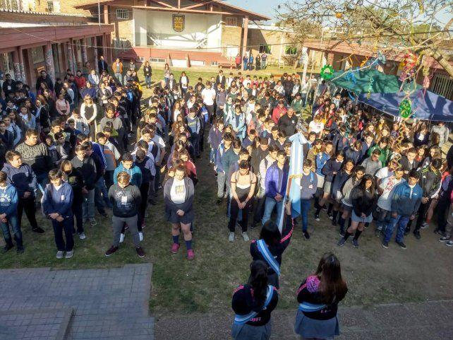 La Escuela Técnica Nº 602 es orgullo de los venadenses. En esta imagen se ve a los jóvenes en el inicio del ciclo lectivo previo a la pandemia.