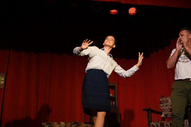 """""""En el teatro te tenés que dejar ser"""", dice la adolescente sobre la actuación."""