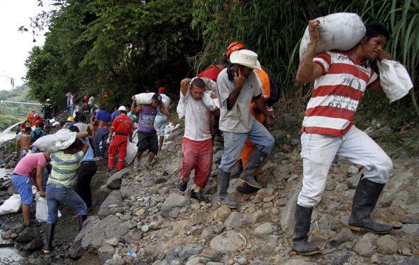 Trabajadores intentan evitar el colapso de otra mina
