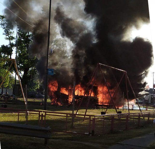 Un colectivo se incendió en la zona norte de la ciudad